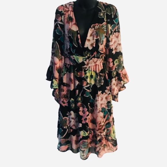 Shelby & Palmer Dresses & Skirts - Shelby & Palmer Floral Dress